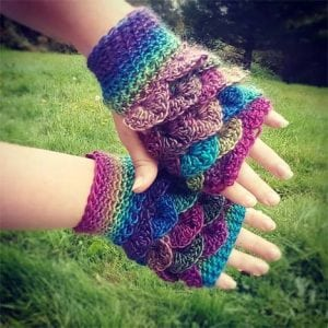 Dragon scale crochet gloves